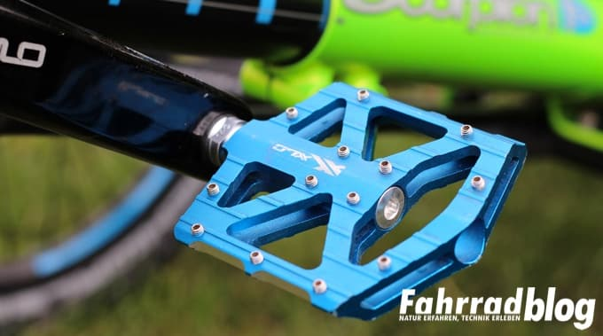 Plattformpedale am Scorpion fs 26 Enduro